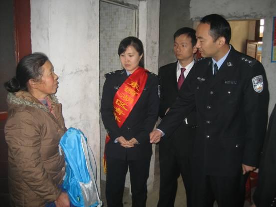 我院自愿者服务队来到新沟镇街蔬菜公司看望...